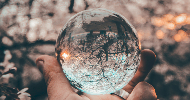 magnifying ball