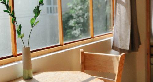 table chair window thuan pham